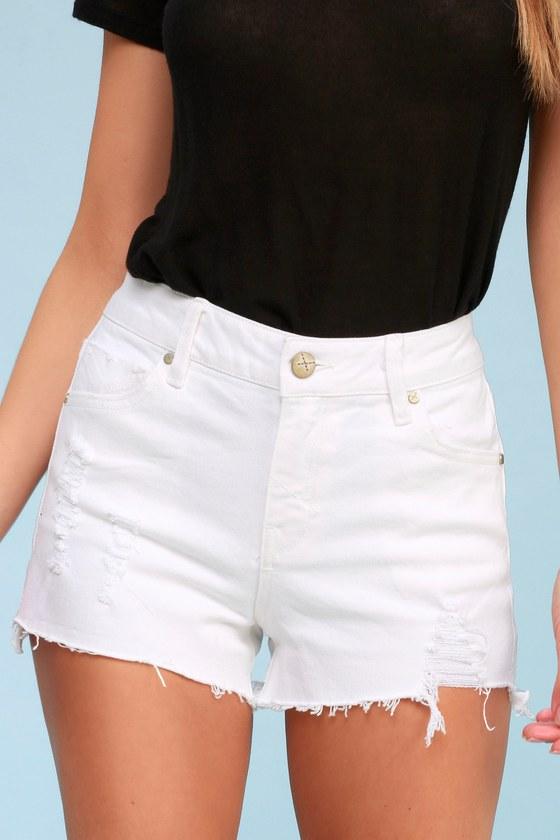 white shorts fashion outfit